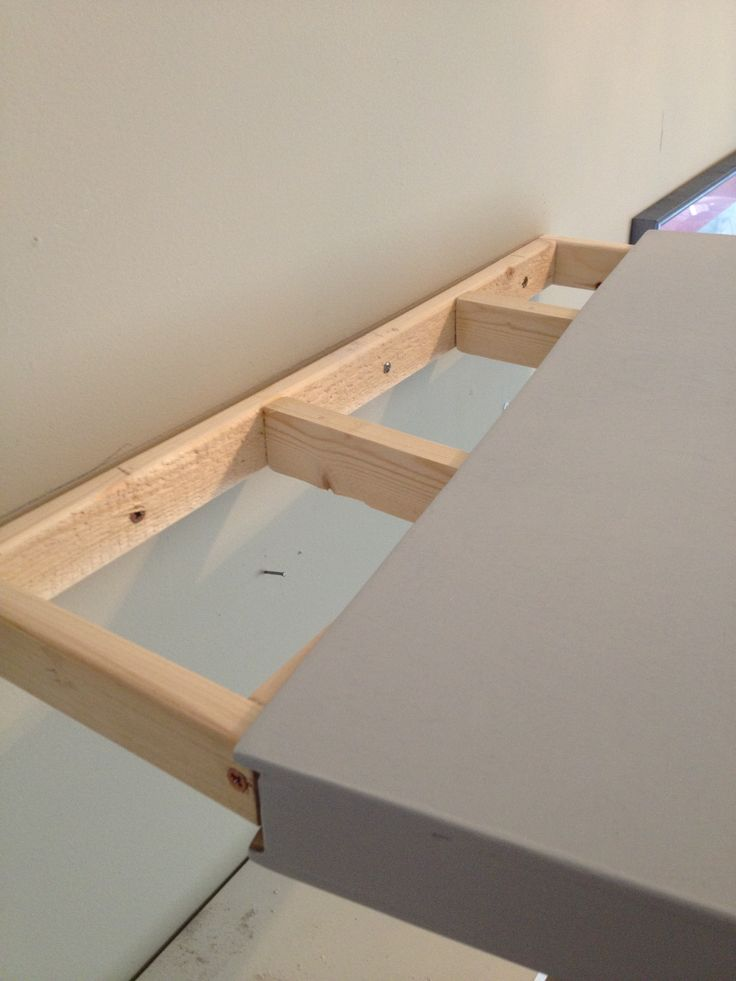 How to install diy simple floating shelves with plywoods for Diy suspended shelves