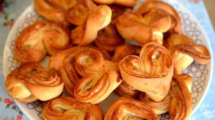 Пышные булочки на кефире без дрожжей
