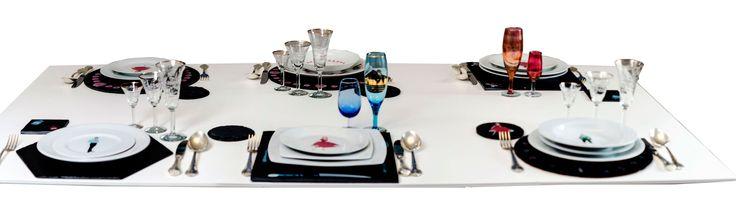 Dale un toque diferente a tu #mesa. Utiliza nuestras #novedosas #vajillas de #porcelana y #pizarra. En exclusiva para ti en nuestra web: www.platosypizarras.com #platosdepizarra #platosypizarras #regalos #bajoplatos #hogar #decoración