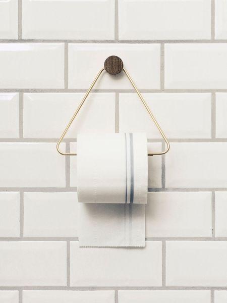 Toiletrolhouder in brass met eiken hout van ferm LIVING shop je online bij DEENS.NL. Jouw online woonwarenhuis met Deens desing.