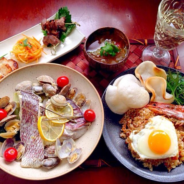 タイ料理を作るとゆぅさんからいただいた器に何か合わせたくって、今宵はお野菜たっぷりスープに香菜 この器があるだけで雰囲気UPで気分上がりますありがとうございます✨  香菜消費に久々タイ料理辛味は後付けエスニックな香りに良い酔い夜を迎えられそうです - 116件のもぐもぐ - Today's Thai style dinner前菜・野菜スープ・カピ炒飯・プラー・ヌーン・マナーオ by Ami