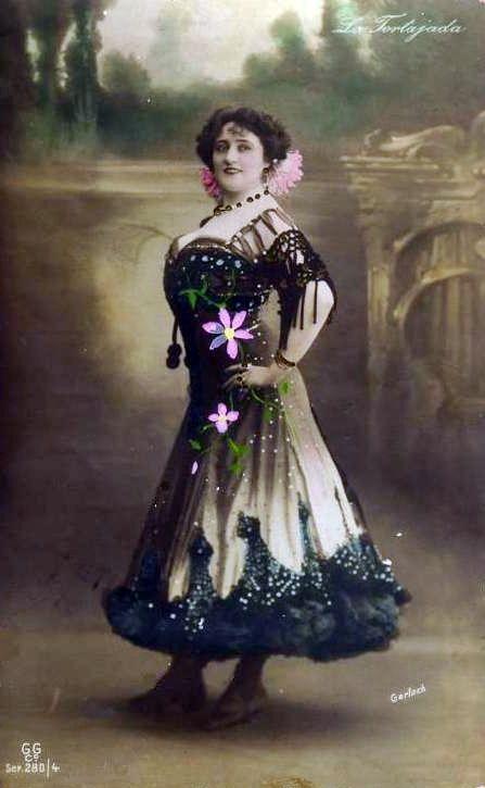 LA TORTAJADA Nació en Santa Fe (Granada) en 1867. Con 14 años se casó con Ramón Tortajada, quien sería su director artístico.Con sólo15 años debutó como actriz de variedades en París y su presentación fue un éxito sonado. Nacía así, con fuerza, la que habría de ser la primera estrella española en alcanzar, éxito tras éxito, una proyección mundial en el sentido más literal de la palabra. París, Londres, Nueva York... fueron espectadoras gozosas de su arte.