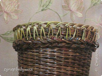 И снова, здравствуйте! Это мое второе кашпо. Здесь я училась ситцевому плетению : перед 2, за 1 и.т.д.. Это плетение мне очень понравилось. И я влюбилась в цвет МОККО. Здесь я его не разбавляла водой. Получается как будто из настоящий веточек. Попробую разбавить, интересно, как получится. фото 1