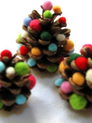 "Holiday: 8 crafts kids can make | Today's Parent.  Love the pine cone ""Christmas Trees"""