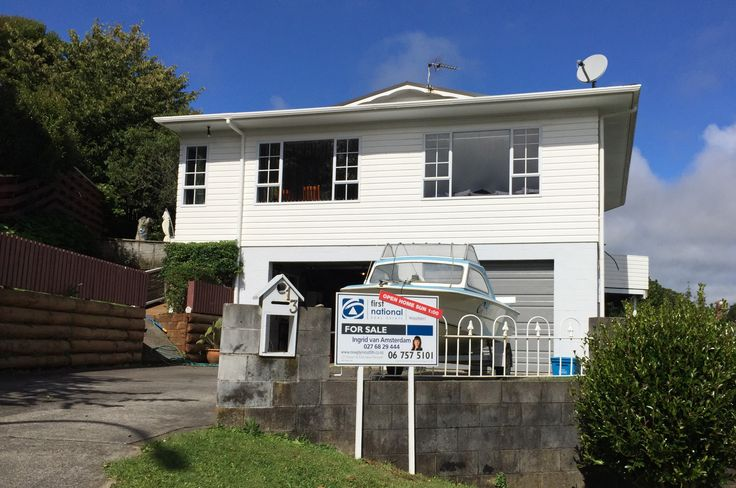 House | 13 Rossiter Crescent, Lynmouth NZ 4310 | Offers Over $525,000 This generous 4 double bedroom low maintenance multi level home offers ample space. Close to the hospital, Montessori school, D…