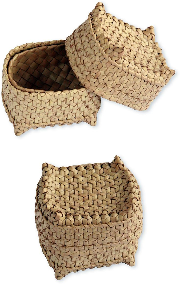 Seneng hold the ingredients of the betel nut quid, which has specific ceremonial uses related to hospitality. Travelers always carry betel nut to offer to their hosts, assuring them of a kind reception wherever they go. This type of basket would belong specifically to a female traveler. Maumere, Flores, Lontar leaf.
