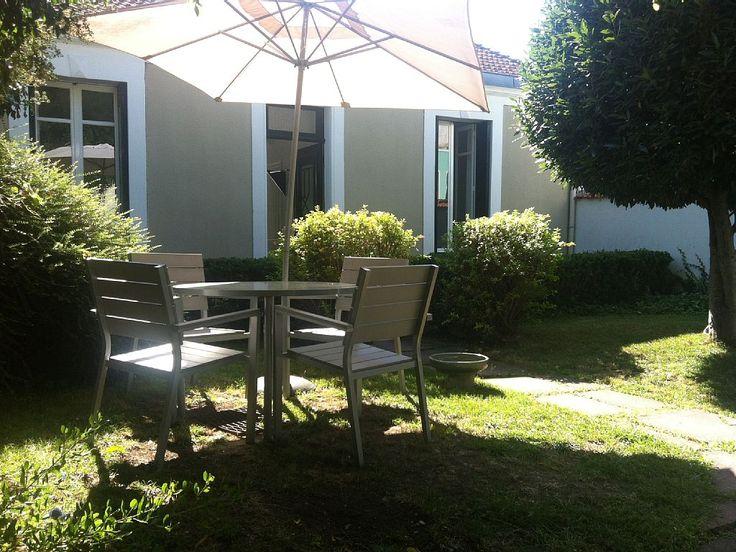 Location vacances maison La Rochelle: Jardin privatif devant la maison...la campagne en plein centre ville !