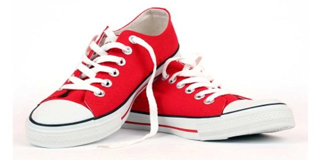 Begini Cara Mudah Hilangkan Bau Sepatu Dengan Kantung Teh - Indopress, Fashion – Sepatu yang bebas dari tentu adalah dambaan bagi setiap orang, sebab akan menambah percaya diri mereka yang memakainya. Bayangkan saja jika harus masuk tempat yang mensyaratkan membuka …