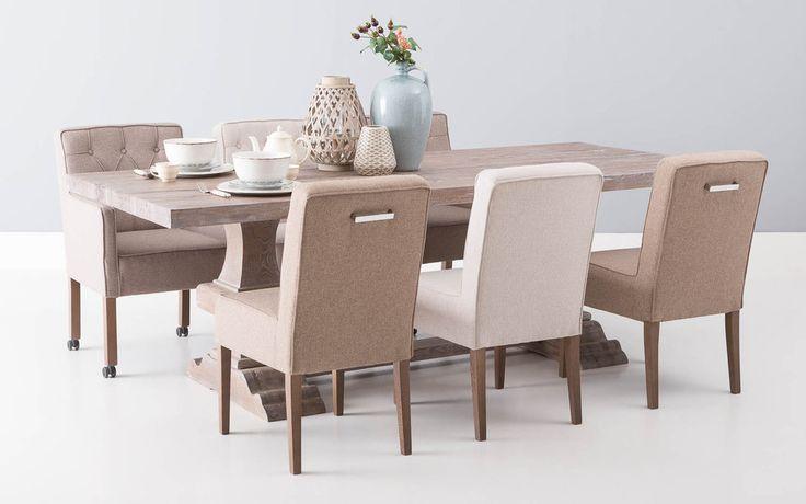 Eetkamertafel Norta is een robuuste maar romantische tafel met een karakteristiek uiterlijk #Goossens wonen & slapen #woonstijl #puur