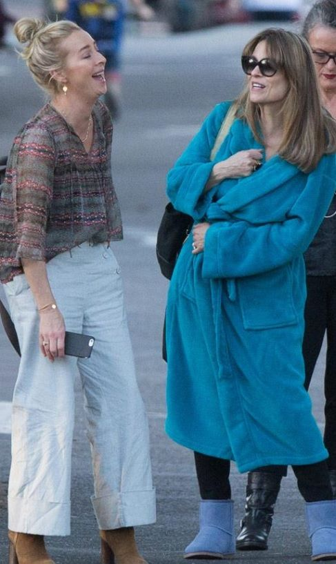 The Proudman sisters - Nina Proudman and Billie Proudman filming Offspring season 6 #Asherkeddie #katstewart