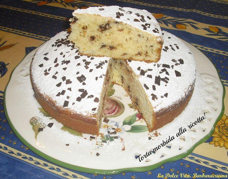 Per un dolce facilissimo da realizzare e super soffice vi propongo la torta morbida alla ricotta, arricchita da gocce di cioccolato e buccia di arancia!!