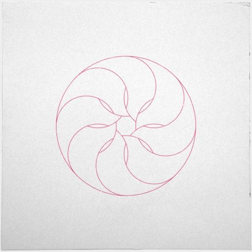 #401 Inside the nautilus – A new minimal geometric composition each day