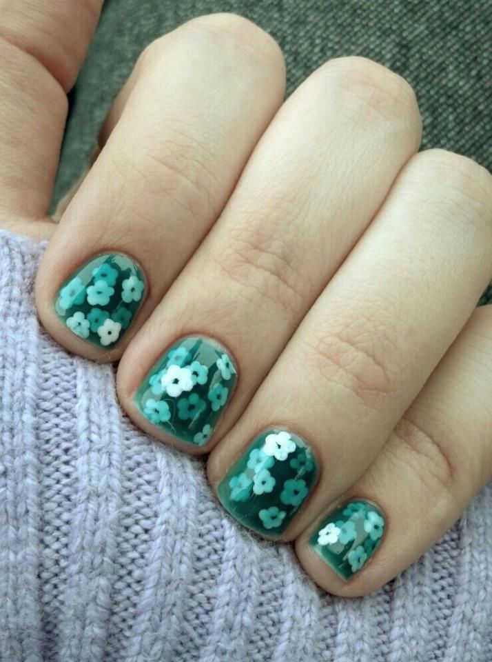 Love this layered dotticure :) First jelly sandwich! Flowers on a pond? By Viky on Reddit