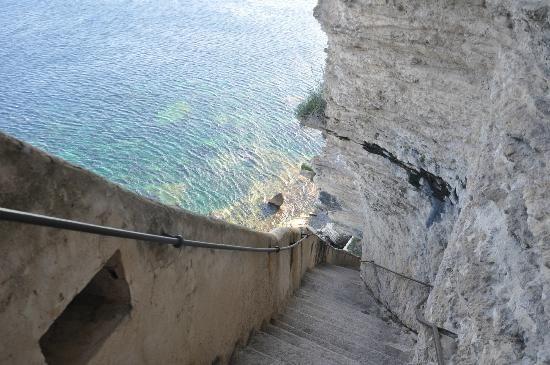 L'escalier du roy d'Arragon sur la falaise de  Bonifacio Corse France