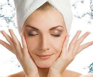 Как правило, с возрастом наша кожа обезвоживается. Стареющую кожу нужно мыть холодной водой, лучше всего мягкой.