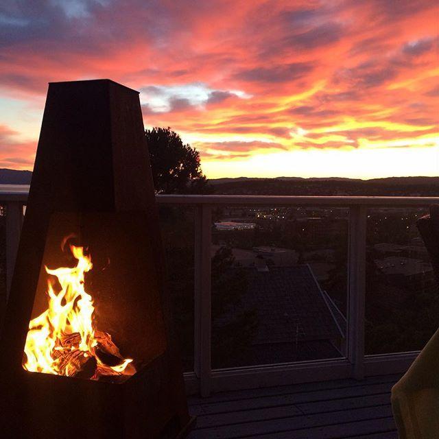 Fyr i utepeisen, fyr i himmelen! #Jøtul Terrazza #Sommerkveld i #Steinkjer