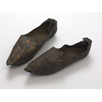 Tanned leather shoes, Egypt, ca. AD 300-500. l Victoria and Albert Museum