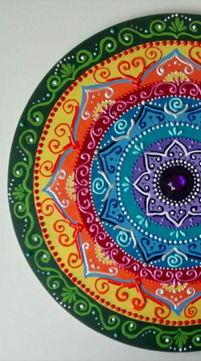 """Mandala Guerreiros do Arco-Iris em mdf 40cm 6cm de espessura. Vem pronta para pendurar. Fazemos também modelos sob intuição nas cores de sua preferência. Significado:""""Os Guerreiros do Arco-Íris"""" """"Quando a Terra estiver morrendo, uma nova tribo de todas as cores e credos se levantará. A..."""