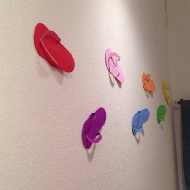 Easy Homemade Flip Flops For Summer Themed Bathroom Wall.