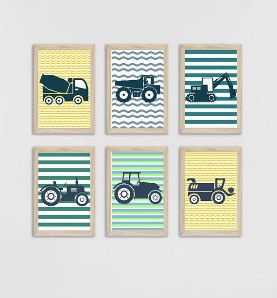 Ensemble de 6 affiches sur fond rayé; 3 affiches sur le thème des engins de chantier et 3 affiches sur les tracteurs de la ferme. Tracteurs et camions qui plairont aux petits garçons tout en proposant une décoration actuelle. Format: 20 x 30 cm Impression sur papier photo 210 gr, de haute