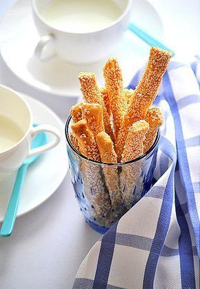 Σκέτα ή με γλυκάνισο θα σας ενθουσιάσουν!! Υλικά 3 κούπες αλεύρι γ.ο χ. 3 κ.σ. ζάχαρη 1 κ.γ. αλάτι 4 κ.γ. μπέικιν πάουντερ 3/4 κούπας νε...