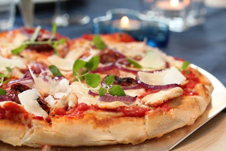Pizza med sitronmarinert kylling og mozzarella