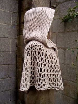 Hooded capelet. dear friends, who wants to make me this?! please. PLEASE?! with sugar on top!
