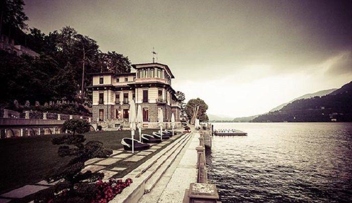 """""""La Bellezza non può essere interrogata: regna per diritto divino."""" (Oscar Wilde)Buon Dicembre a tutti! #vista #magnifica #lagodicomo #Italia  www.castadivaresort.com"""