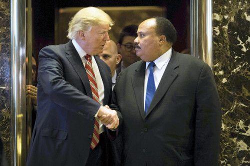 【ワシントン=尾関航也】ドナルド・トランプ次期米大統領は16日、黒人の公民権運動指導者マーチン・ルーサー・キング牧師の長男をニューヨークのトランプタワーに招いて会談した。