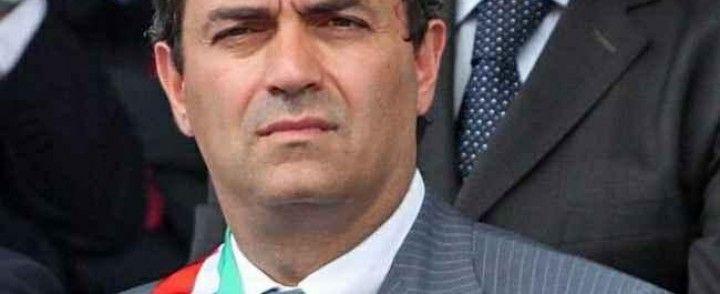Napoli. Il Prefetto ha firmato la sospensione del sindaco De Magistris. Non slitteranno le elezioni