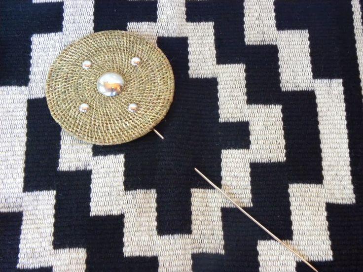 Tupu (alfiler mapuche ) plata y  fibra  vegetal