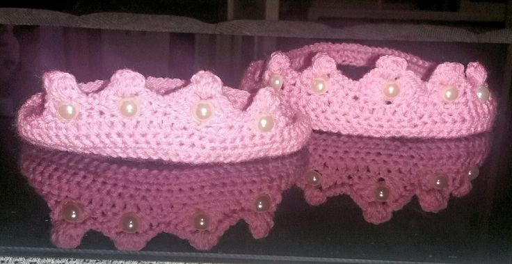 Crochet mother and baby crown