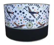 Lamp met #Vliegtuigen, hippe Kinderlamp met Vliegtuigen, leuk voor Jongens.  #Vliegtuiglamp voor in de Stoere #Jongenskamer. www.dreumesenzo.nl