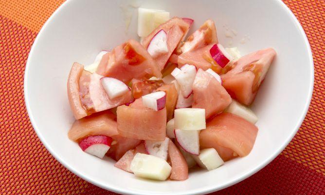 Receta de Ensalada de pepino, tomate y rabanitos - Karlos Arguiñano