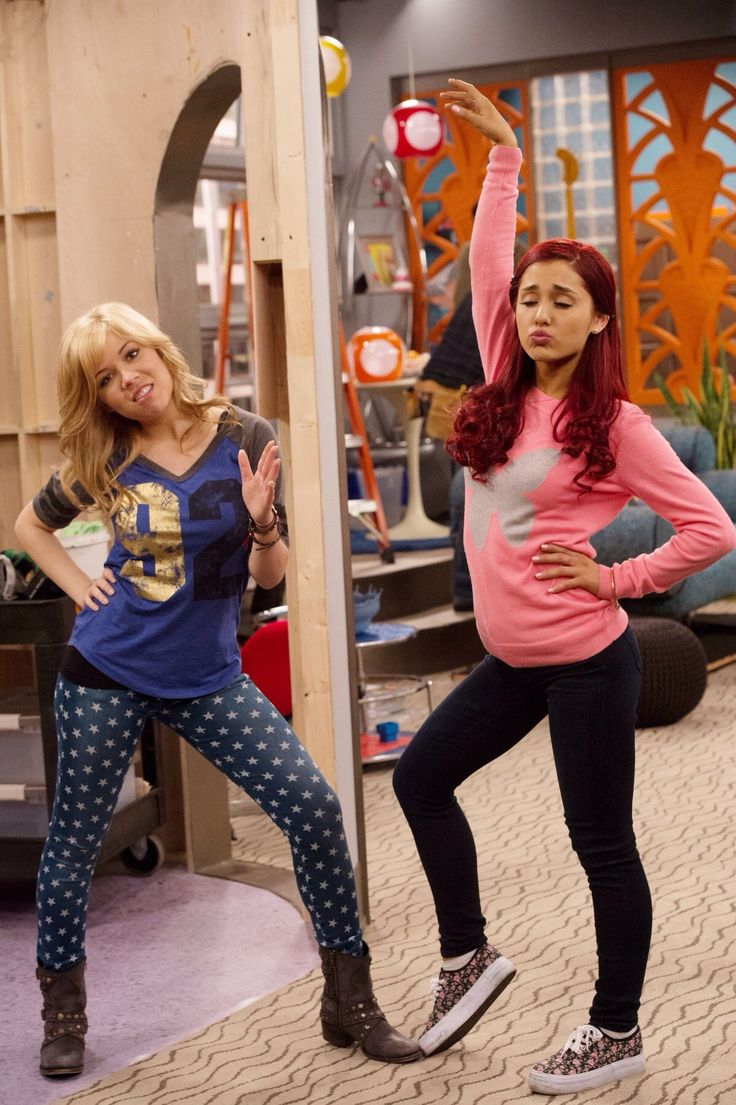 Ariana Grande and Jeanette McCurdy