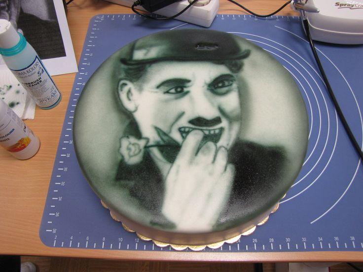 Můj první portrétový dort. Kdo by ho nepoznal měl to být Charlie Chaplin