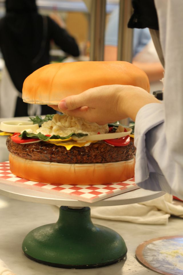 Cake Decorating Classes Plano Tx : 1000+ images about Burger cake on Pinterest Quick dinner ...