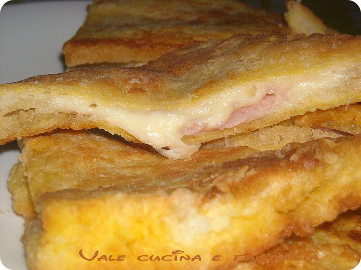 Mozzarella in carrozza con prosciutto cotto , ricetta sfiziosa