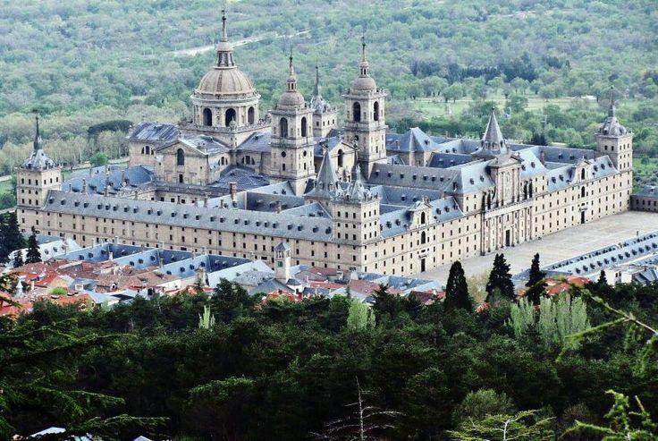 Monasterio del Escorial en la Sierra de Madrid
