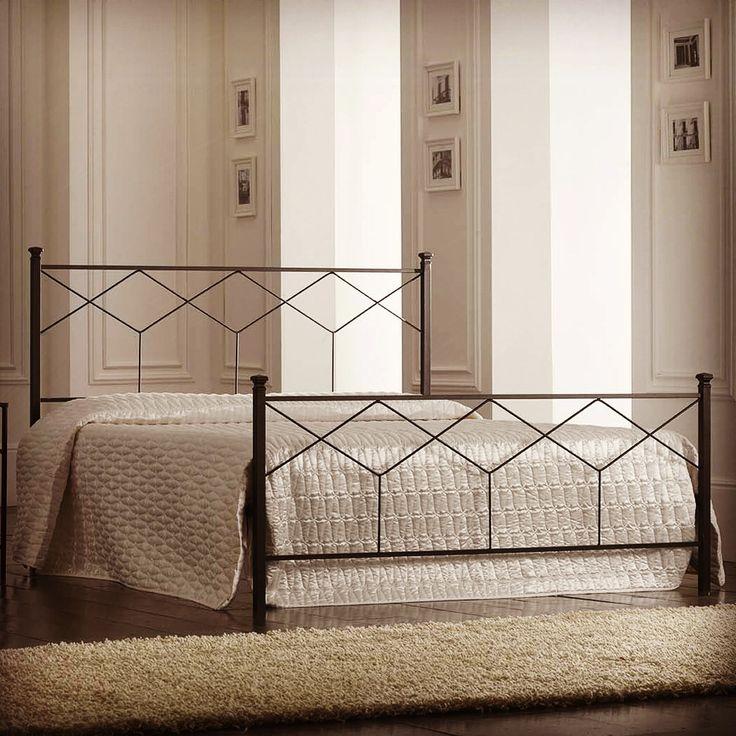 Seng i smijern modell DECO. http://www.jernmøbler.com/katalog/seng+i+smijern/artikkelen/48902/Seng+med+sengegavl+i+smijern+%3A+Modell+DECO  #interior #interiør #interiørmirame #seng #smijern #sengegavl #soverom #design #nettbutikk