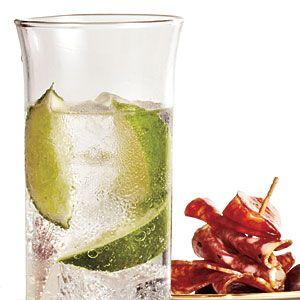 Best: Gin & Tonic A shot of gin has just 100 calories, so when paired with a low-cal mixer such as tonic water and given a twist of lime, this classic cocktail is a healthy choice at just 135 calories. To save even more calories, pair with club soda or diet tonic water instead