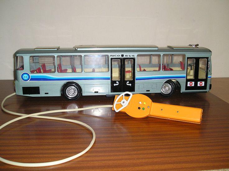 El autobús de Rico,uno de mis juguetes favoritos allá en los 80 del siglo pasado.Contaba yo con 5-6 años.Una pasada el bus,oiga.