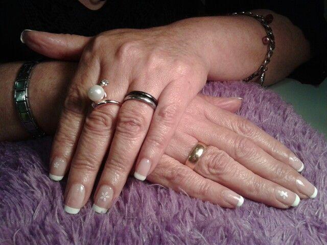 #esculpidasenporcelana #acrílicas #manosbellas #frenchnails Facebook: Katherine Acuña Professional Makeup Mail:makeupartistmak@gmail.com