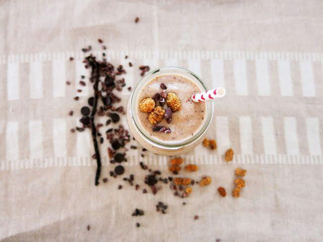 Suklaahippukeksitaikinasmoothie terveellisempään herkutteluun (maidoton, sokeriton vaihtoehto, munaton, viljaton, gluteeniton, vegaaninen, paleo vaihtoehto)