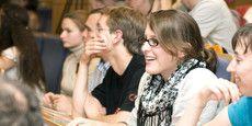 Für Erstsemester werden verschiedene Vorkurse angeboten. Mehr unter: http://www.leuphana.de/college/aktuell/termine.html.