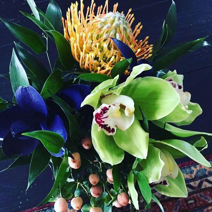 Creative flower arrangements, always with style! #iluphflowers  #iluphevents #iluphcorporate #corporateflowers #ottawa #montreal #toronto #highend #flowers #art