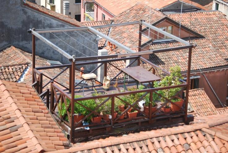 Altana: construção comum na cidade, apinhada nos tetos e muito usada na primavera e no verão.