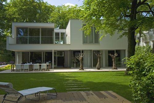 """Irregular White Residential """"Box"""": Modern Villa Bilthoven in the Netherlands"""