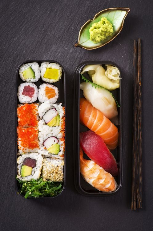 """""""Im Horngry for Food Porn (34 pics)"""" Okay, avoid the site unless you're into boobs. But this sushi looks fabulous, no?"""