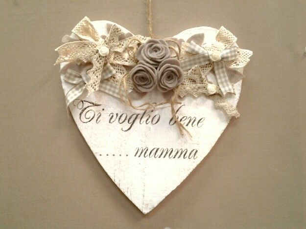 Cuore legno decorato con fiori tessuto, nastri , merletti e immagine transfer